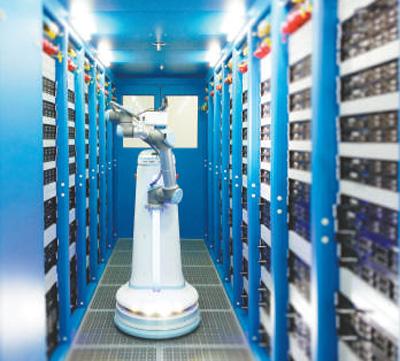 第二代京东智能巡检机器人正在开展巡检工作。