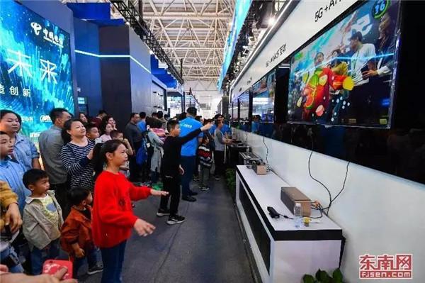 6号馆的5G+AI体感互动游戏,吸引众多观众体验