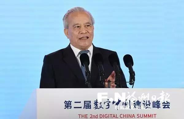 十二届全国政协副主席、国家电子政务专家委员会主任 王钦敏